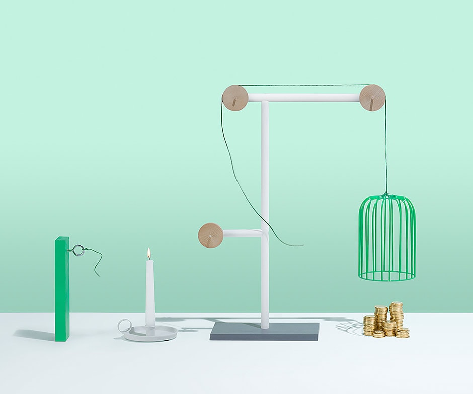 A trap set off by a candle burning a rope and ending with a cage landing over gold coins, on a green background.